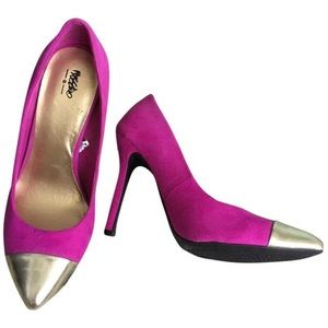 Magenta Mossimo Pumps with Gold Accent Size 5.5